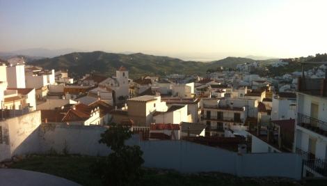Monda - en smuk andalucisk bjerglandsby. I morgensol :-)