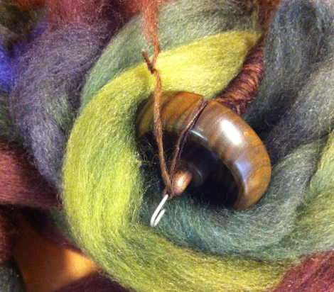 Uld/silke fiber og min Lignum Vitae-Bossie / Wool/silk fiber and my Lignum Vitae Bossie