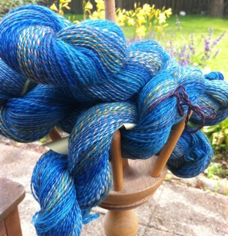 Tyndt 2-trådet, i farverne Rhodos og Ikaros. Falklandsuld, merino og silke.