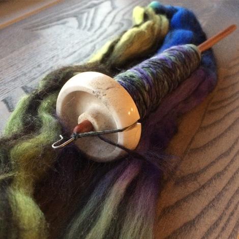 """PolPaca-fiberblend i farven """"Fjord"""". Det er min elskede Bosworth Moosie, der er på arbejde."""